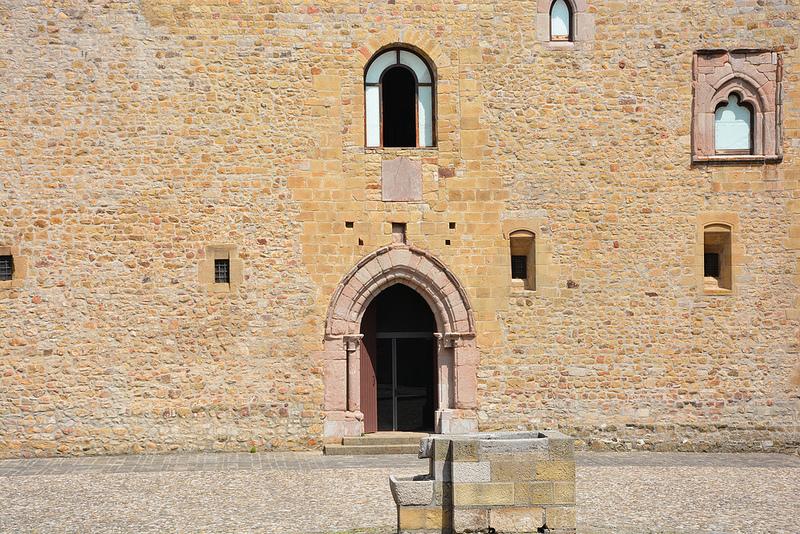 Goboony_Castello_di_lagopesole