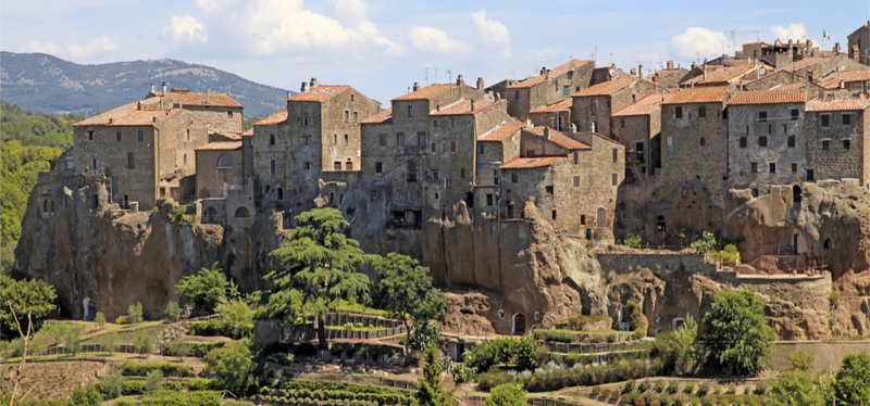 content_Italy-Tuscan_medieval_town_landscape.