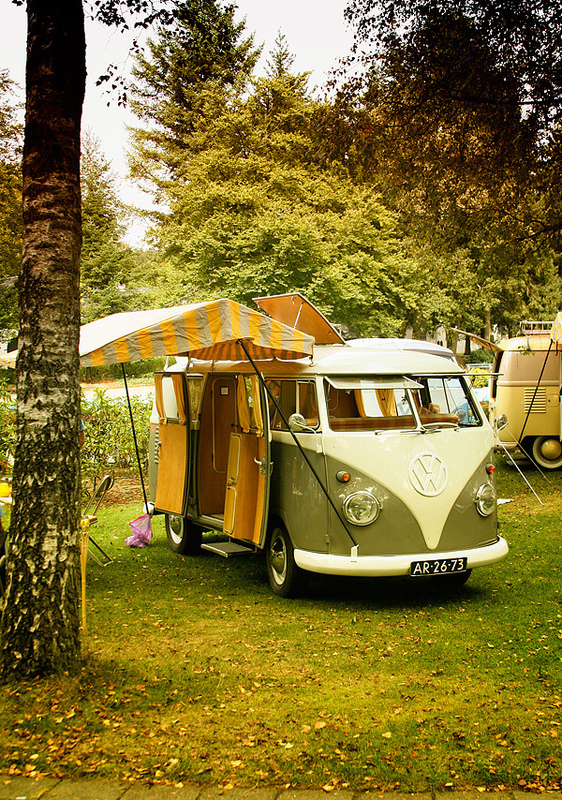 Camper in bos