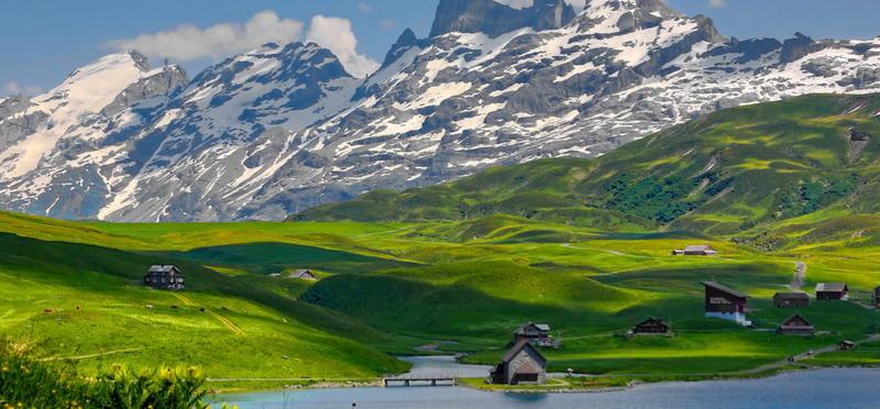 Goboony - Met de camper naar Zwitserland - Alpendorp