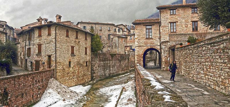 content_Goboony-_Umbria_in_Camper-_Gubbio.001