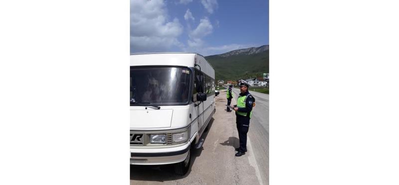 Goboony Guus en Sandra Bosnië politieman