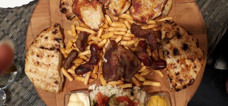 Goboony Guus en Sandra Bosnië mixed grill