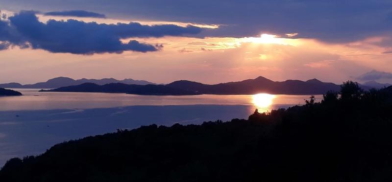Goboony Guus en Sandra in Oost Europa uitzicht camping Kroatië