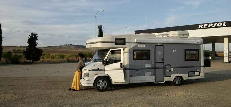 Goboony Motorhome Station Woman H2 Driving