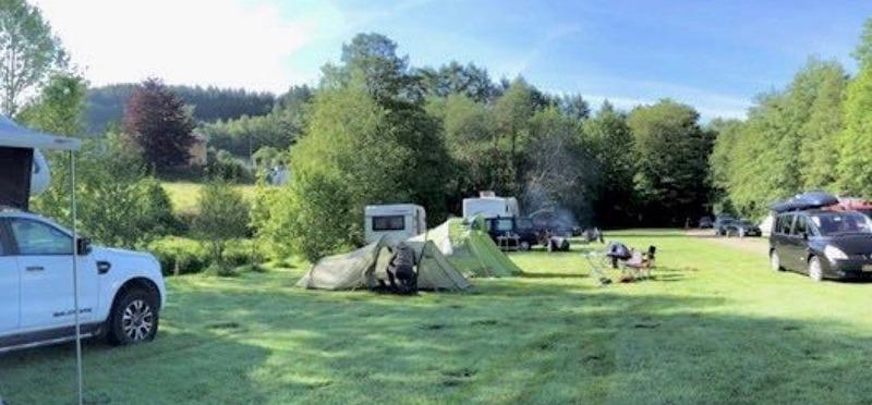 Goboony Natuurcamping Ardennen De Challes kampeerveld