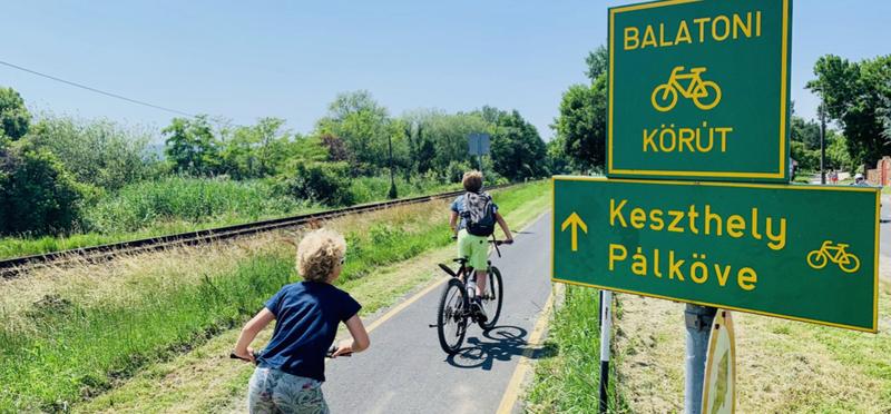 Goboony Hungary Road Trip H2 Bike Budapest