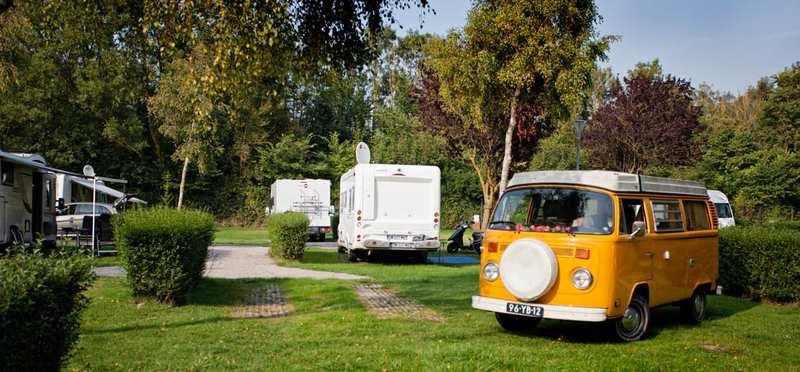 Goboony Camperplaatsen Normandie gele vwbus