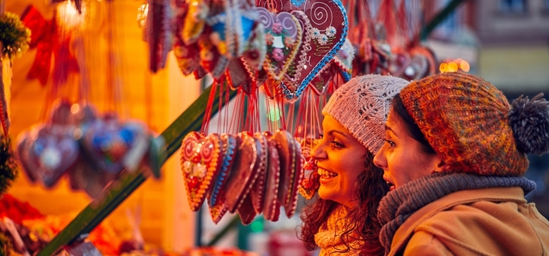 Best Christmas Markets in England H2 Gingerbread Cookies Delicous Colourful Light