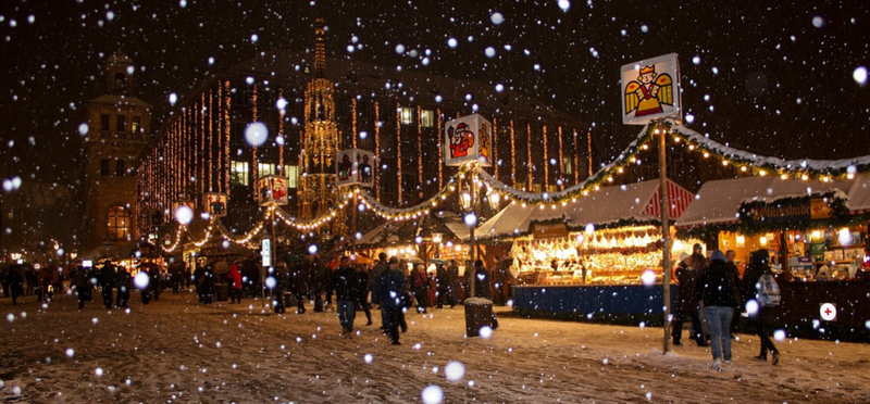 Best Christmas Markets in England H2 Lights Night Beautiful City People
