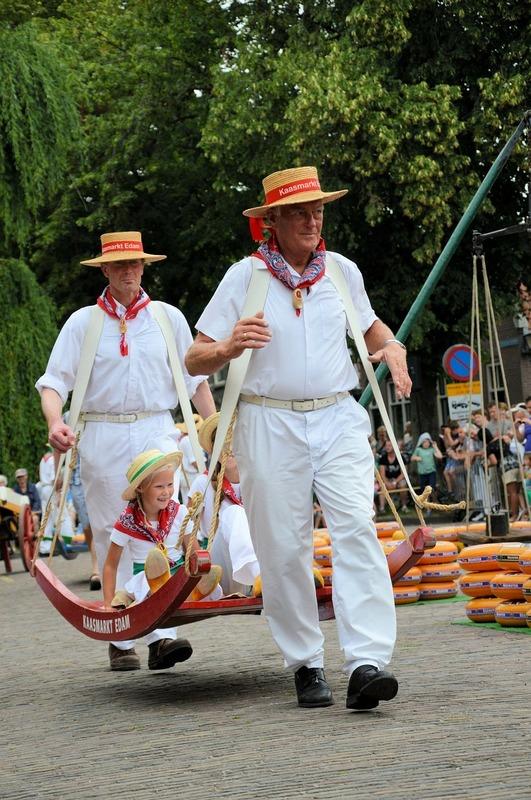 Op vakantie met de camper in Noord Holland bezoek Edam en de kaasmarkt