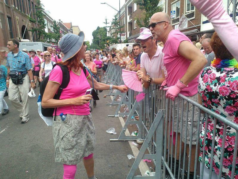 Start Nijmeegse Vierdaagse Roze woensdag