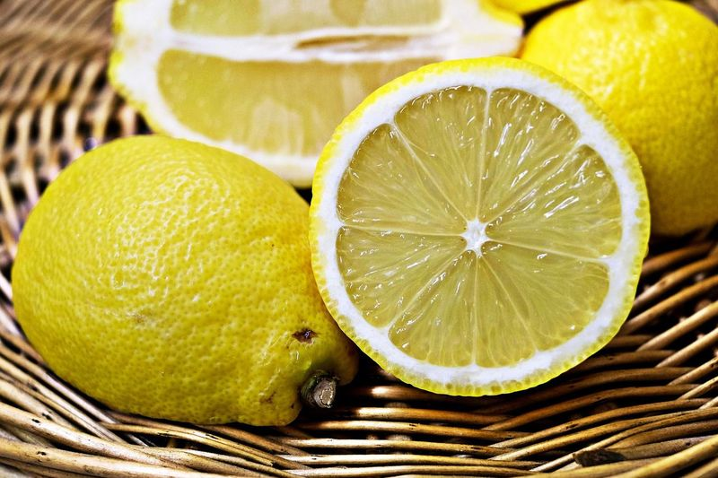 Tips tegen muggen leg citroenen in je camper
