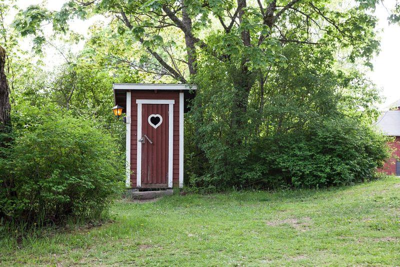 Met een wc rol onder je arm over de camping is een kampeerritueel