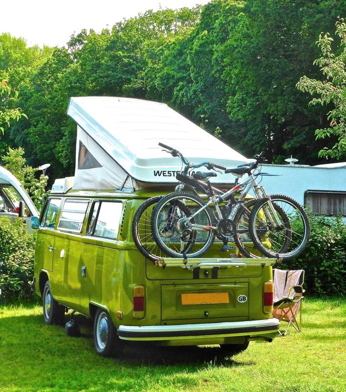 Foto eines Wohnmobils mit Fahrradträger