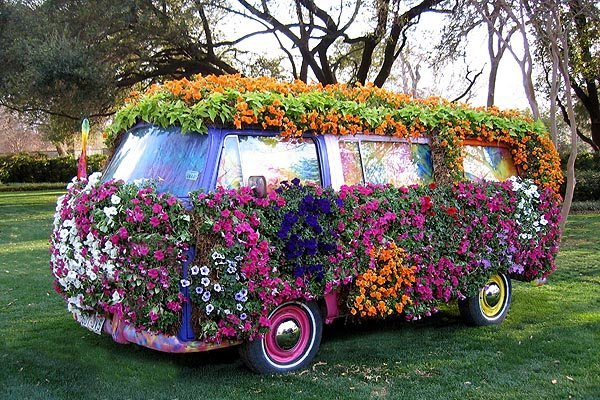 VW Bus im Hippie-look