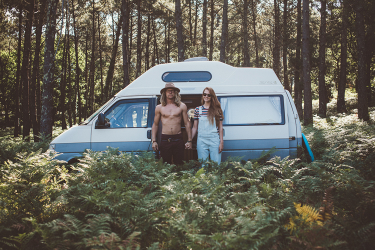 Camper in het bos - Lauren Smith & Calum Creasey