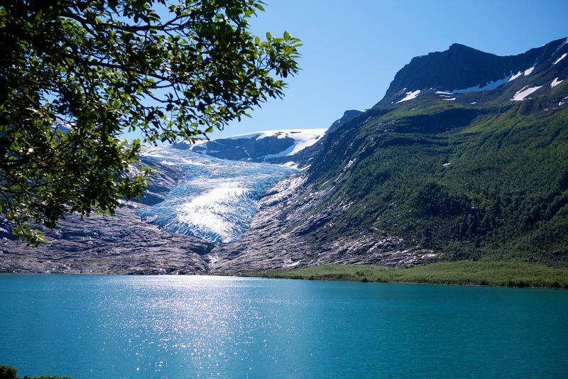 Norvegia ghiaccio lago blu