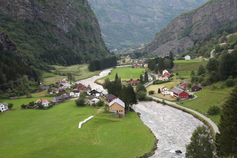 Norvegia campeggiare dappertutto vilaggio fiume