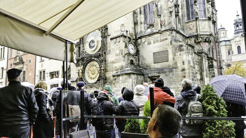 Highlights in Praag astronomische klok camper goboony