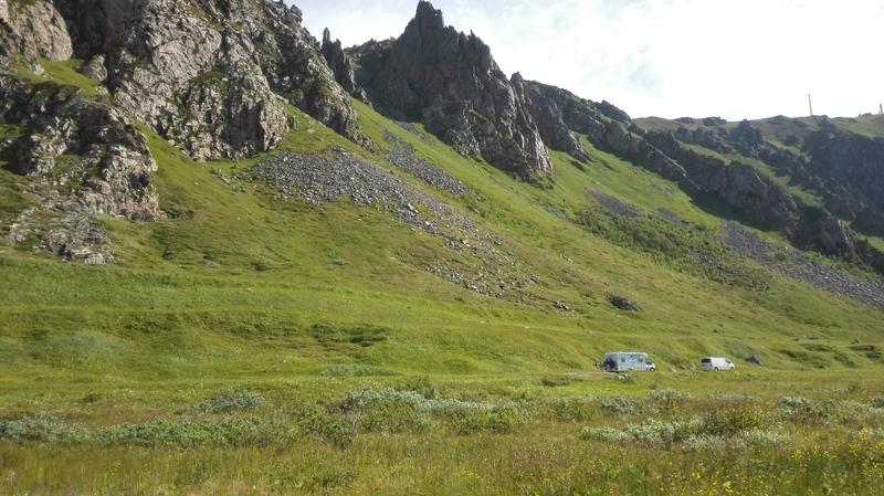 Goboony blog noordkaap bergen gras camper natuur