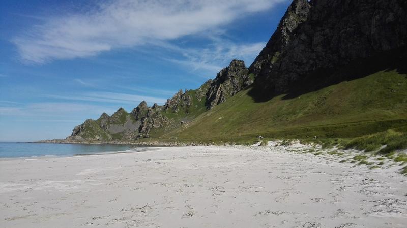Goboony camper noordkaap strand zee bergen lucht