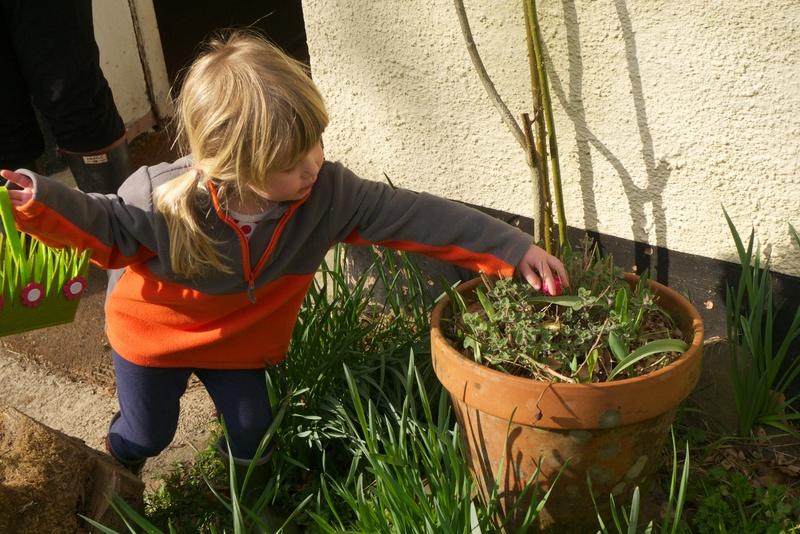 Goboony-Blog-Easter-egg-hunt-child-outdoors