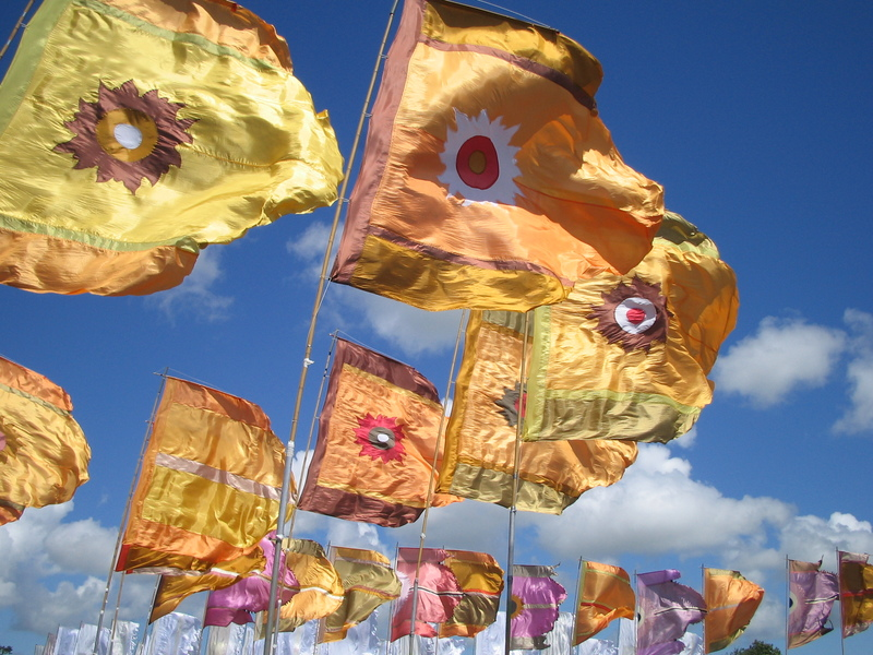 Goboony-blog-uk-Somerset-Glastonbury-flags-sky