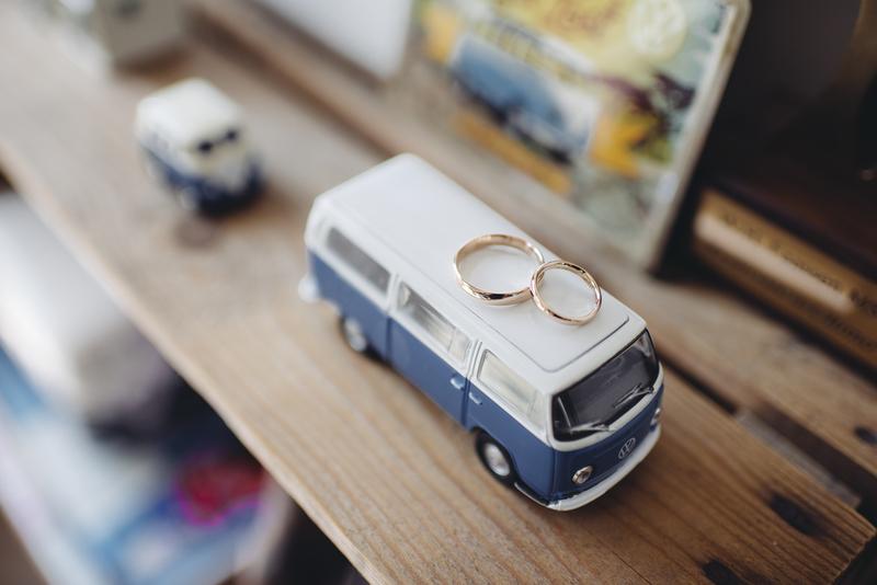 Goboony huwelijksreis volkswagen VW camperbus trouwen ringen