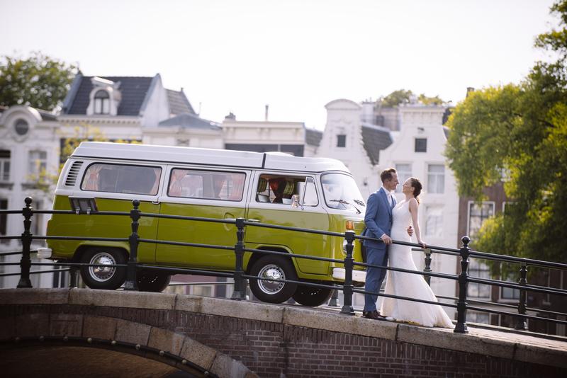 Goboony huwelijksreis volkswagen camperbus trouwen droomreis echtpaar