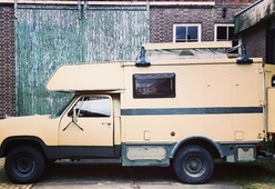 Dodgie – Bijzondere vintage Dodge w200 ambulance camper