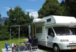Compacte top Hymer camper voor een gezin of stel!