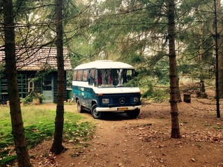Bussie – Bussie! Stoer en gezellig (wild)kamperen in deze Mercedes 409