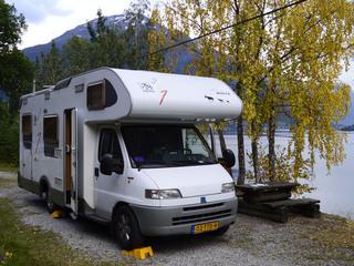 Camper 111 – Knaus Suntraveler 708G met dwarsbed en garage. Incl. Zonnepaneel en airco