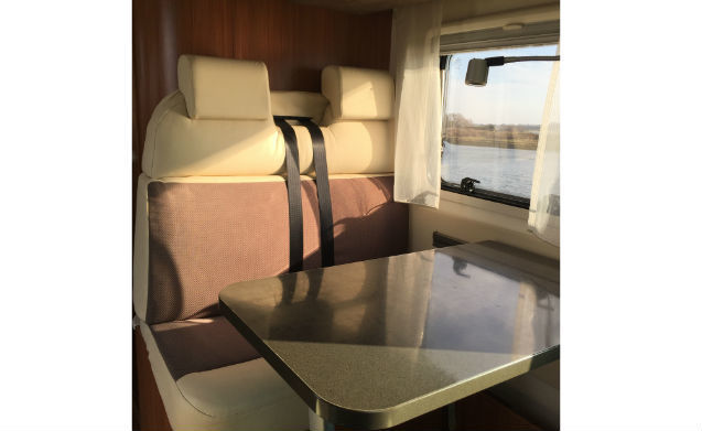 Victoria – Book in advance for 2018: Comfortable on the road with a luxury camper!