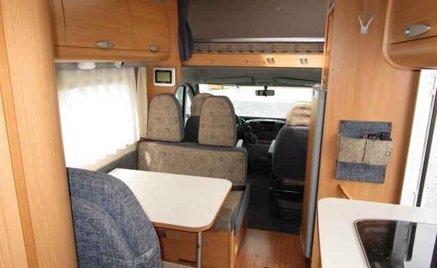 miete dieses adria wohnmobil mit 6 leuten in loenen aan de vecht ab pro tag goboony. Black Bedroom Furniture Sets. Home Design Ideas