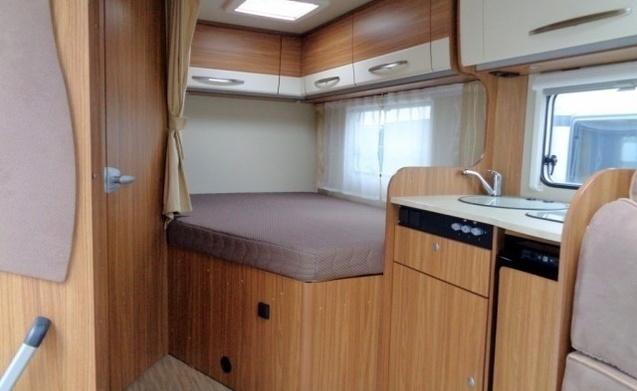 miete dieses hymer wohnmobil mit 4 leuten in gieten ab pro. Black Bedroom Furniture Sets. Home Design Ideas