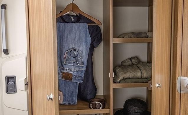 miete dieses hymer wohnmobil mit 4 leuten in loenen aan de. Black Bedroom Furniture Sets. Home Design Ideas
