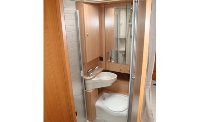 miete dieses argos wohnmobil mit 6 leuten in gieten ab pro. Black Bedroom Furniture Sets. Home Design Ideas