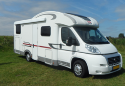 Grote luxe nette camper met alle gemakken voorzien met zeer ruime garage
