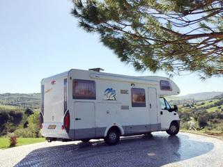 Camper 106 – Knaus 700 DG met dwarsbed en XXL garage, ook te huur vanuit Portugal!