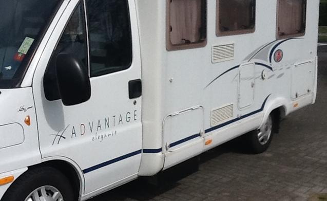 miete dieses dethleffs wohnmobil mit 3 leuten in 39 s hertogenbosch ab pro tag goboony. Black Bedroom Furniture Sets. Home Design Ideas