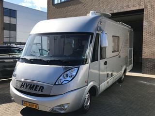 Luxe Hymer met vaste bedden en garage. Motorairco en keuken met oven.
