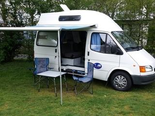 Compacte Ford Transit camper voor 4 personen!