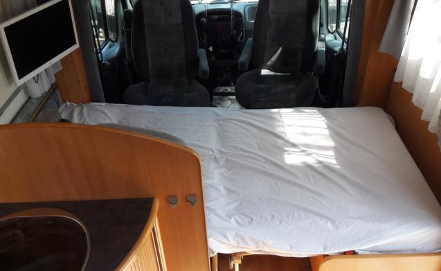 LMC 690G 6 persoons automaat en met cruise control te huur