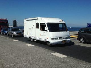 4 persoons camper ( €500 borg) zeer ruim dus voor 2 personen