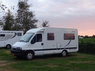 Mooie compacte camper met heerlijk bed!