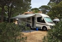 Luxe intergraal camper met alles erop en eraan