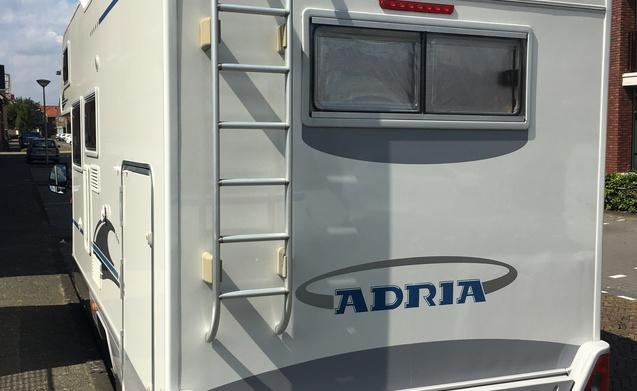 Ruime nette camper Adria Coral 660 SP