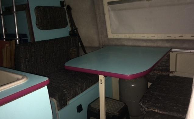 Compleet, compact en met een stoer uiterlijk. Slaapruimte voor 4 personen!